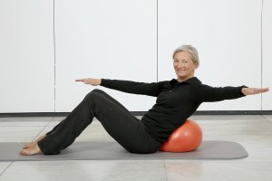 Pilates Mattentraining mit dem Ball