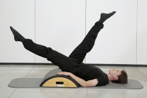 Pilates Gerätetraining am Arc Barrel
