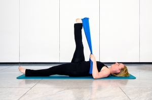 Pilates Mattentraining mit Flexband